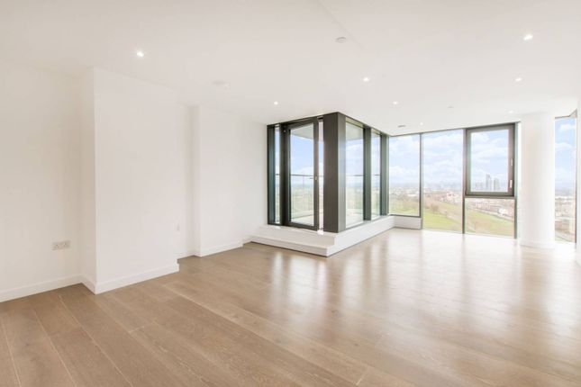 Thumbnail Flat to rent in City North East Tower, City North Place, Finsbury Park, London