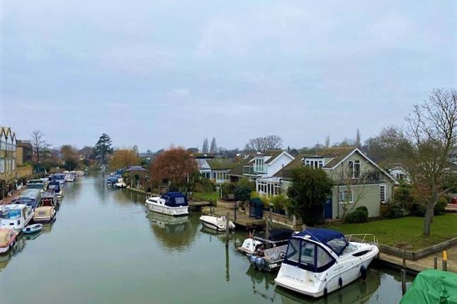 1 bed property to rent in The Island, Thames Ditton KT7