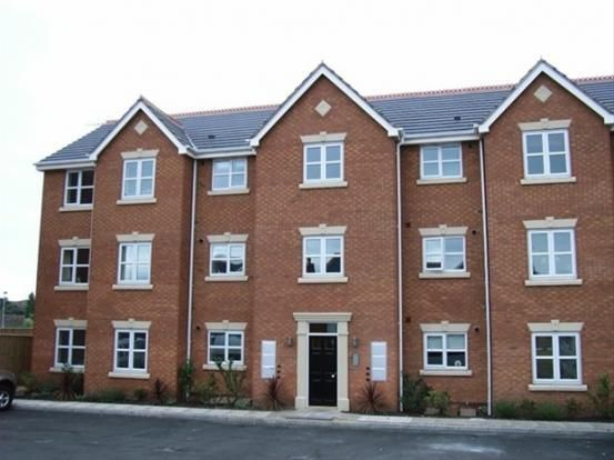 2 bed flat to rent in Goldby Drive, Wednesbury