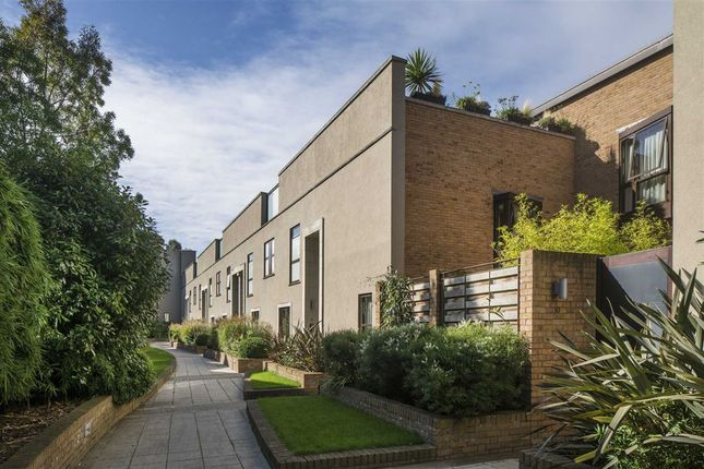 Thumbnail Property for sale in Collection Place, London