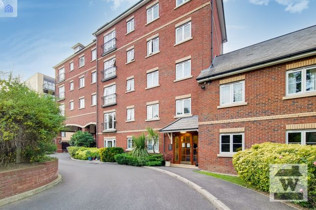 1 bed flat for sale in Golden Court, Isleworth TW7