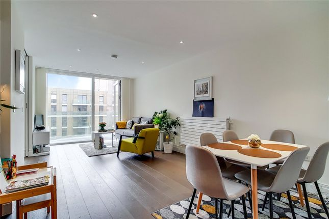 Thumbnail Flat for sale in Hammond Court, Queenshurst Square, Kingston Upon Thames