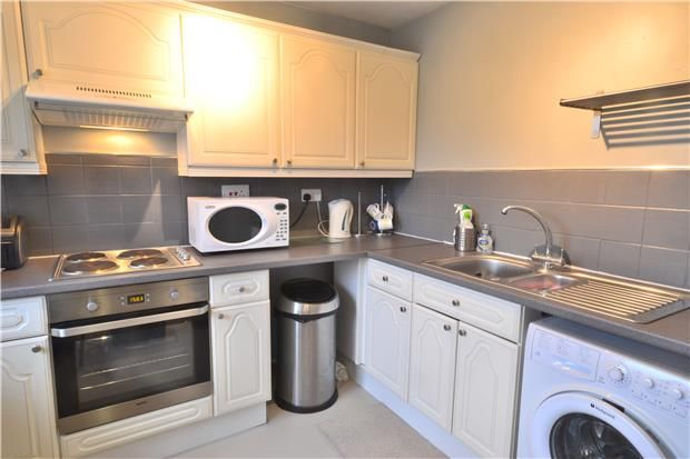 Thumbnail Flat to rent in Parklands, Lynwood Road, Redhill