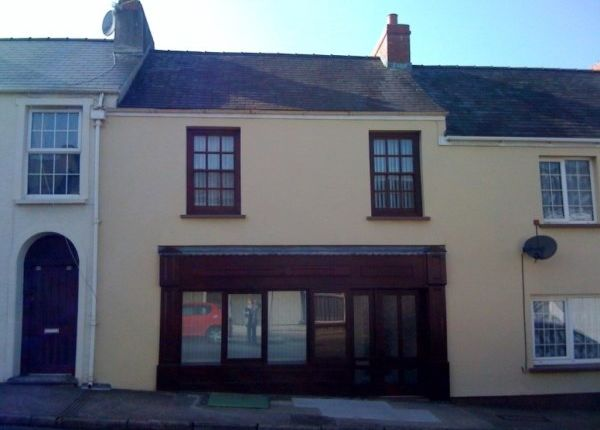 2 bed flat to rent in Laws Street, Pembroke Dock SA72