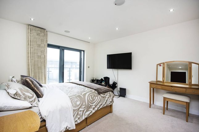 Thumbnail Flat to rent in Beaufort Park NW9, Colindale, London,