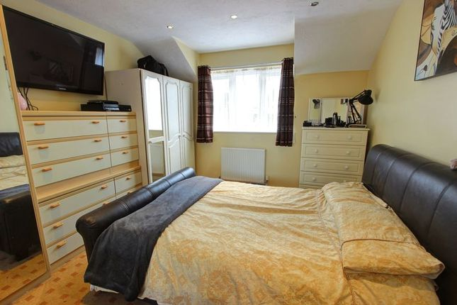 Bedroom 1 of Halterworth, Romsey, Hampshire SO51