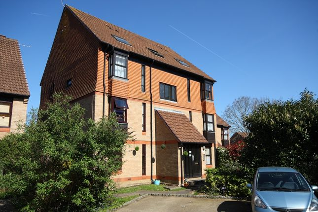 Flat to rent in Trenance, Horsell, Woking