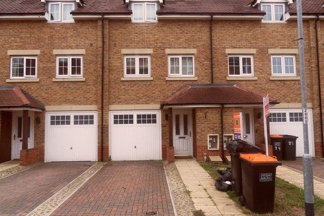 Thumbnail Property to rent in Watling Gardens, Dunstable