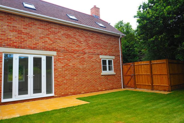 2 bedroom semi-detached house for sale in Bramley Place, Park Drive, Bramley Surrey