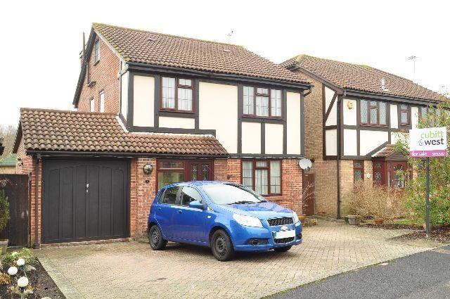 Thumbnail Detached house to rent in Ferndown, Crawley