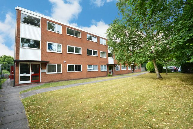 2 bed flat to rent in High Street, Shirley, Solihull, West Midlands