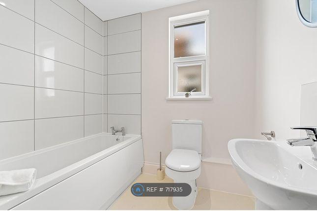 Shared Bathroom of Salisbury Road, Lipson, Plymouth PL4