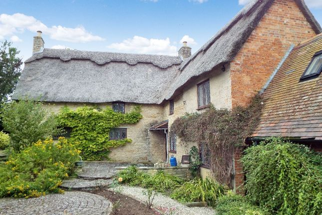 Thumbnail Cottage to rent in Vicarage Lane, Podington, Northamptonshire