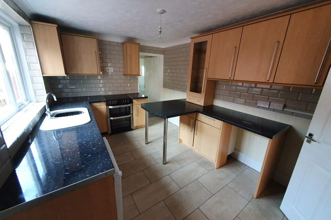 Thumbnail Property to rent in Tylcha Fach Terrace, Tonyrefail, Porth