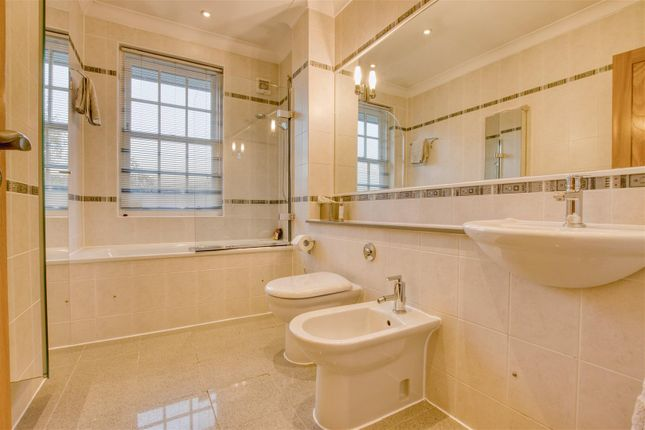 Family Bathroom of Barham Avenue, Elstree, Borehamwood WD6