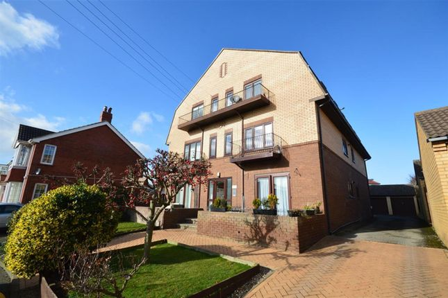 Thumbnail Flat for sale in Scholes Park Road, Scarborough