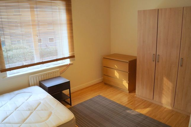 Thumbnail Room to rent in Westferry Road, Canary Wharf