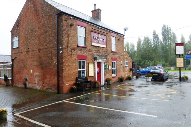 Thumbnail Pub/bar for sale in Station Road, Thorpe-On-The-Hill, Lincoln