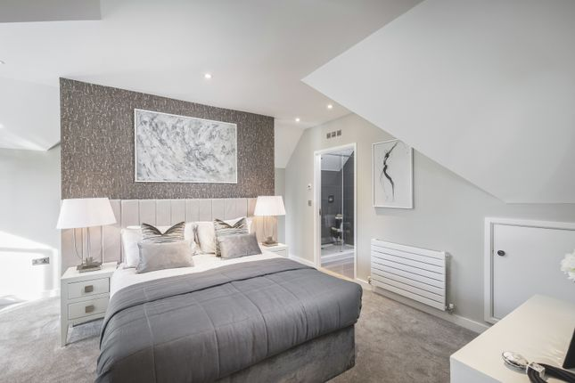 Thumbnail Terraced house for sale in Southdown Road, Harpenden