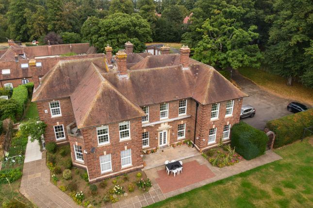 Thumbnail Country house for sale in Watling Street, Hinckley