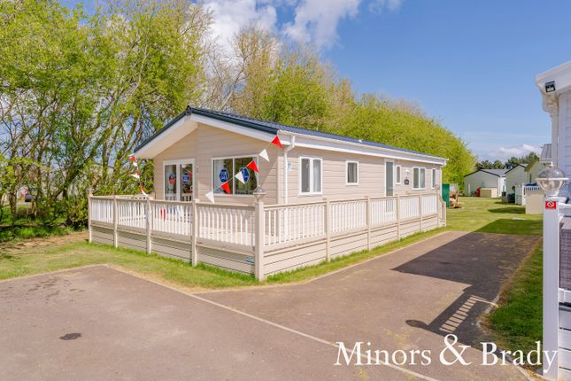 2 bed mobile/park home for sale in Coast Road, Corton, Lowestoft NR32