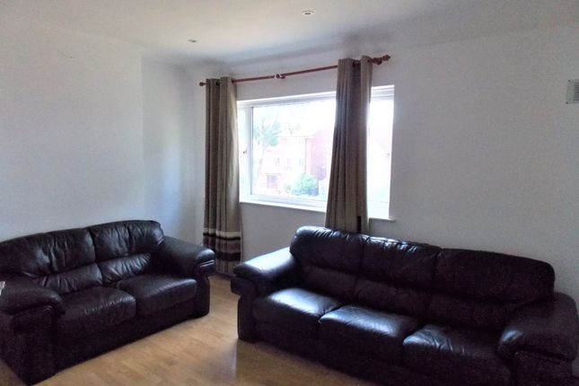 Thumbnail Flat to rent in Chinbrook Road, London
