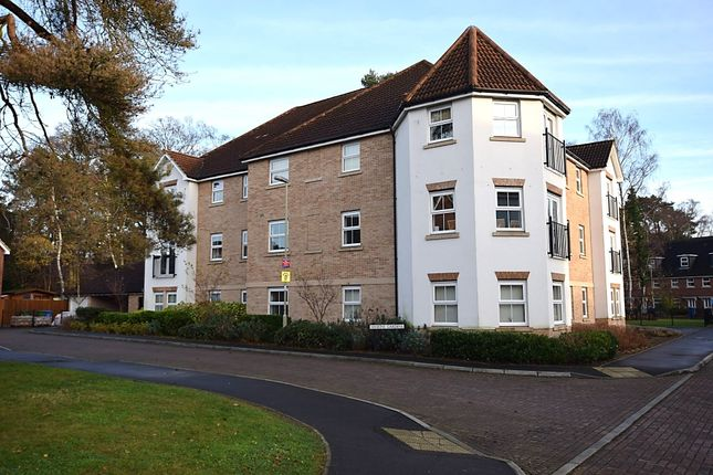 Thumbnail Flat for sale in Haskins Gardens, Farnborough