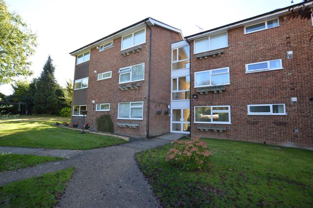 Thumbnail Flat for sale in Oakwell Close, Dunstable