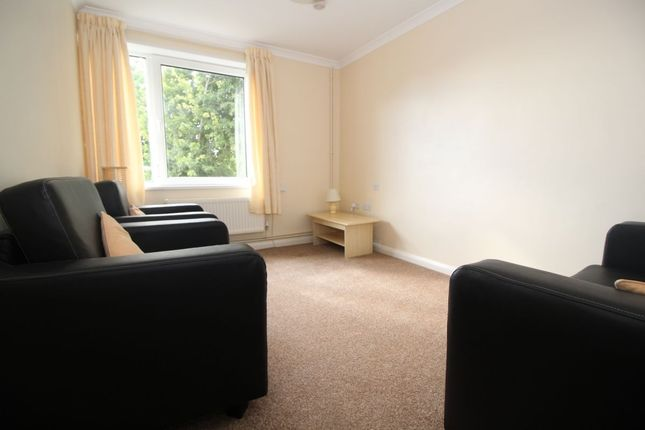 Thumbnail Flat to rent in Cottage Grove, Southsea