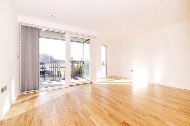 Thumbnail Flat to rent in 8 Goodfrey Place, Shoreditch, London