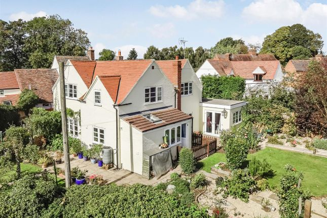 Thumbnail Detached house for sale in Dunnington, Alcester, Warwickshire