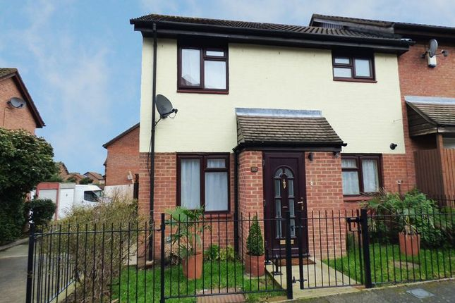 Thumbnail Terraced house to rent in The Oaks, Swanley