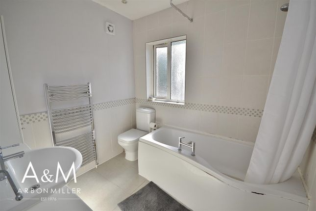Family Bathroom of Herent Drive, Clayhall, Ilford IG5