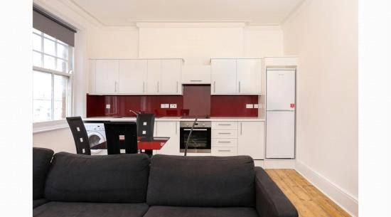 3 bed flat to rent in Earls Court Road, London