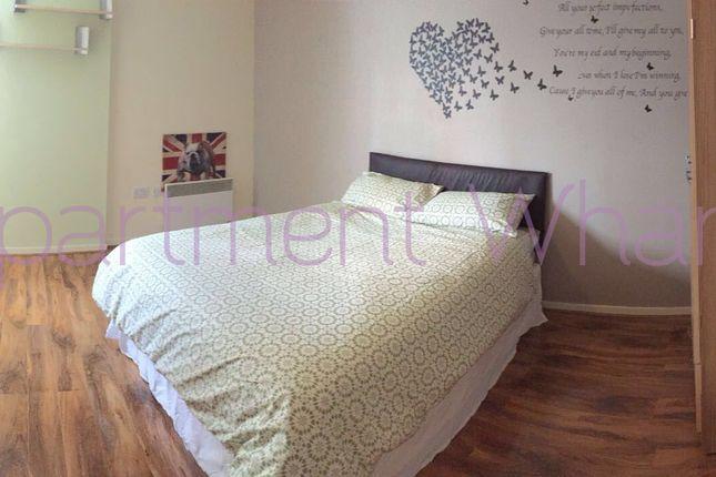 Room to rent in Blackwall Way, London
