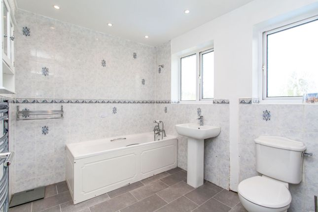 Family Bathroom of Chestnut Drive, Maidstone ME17