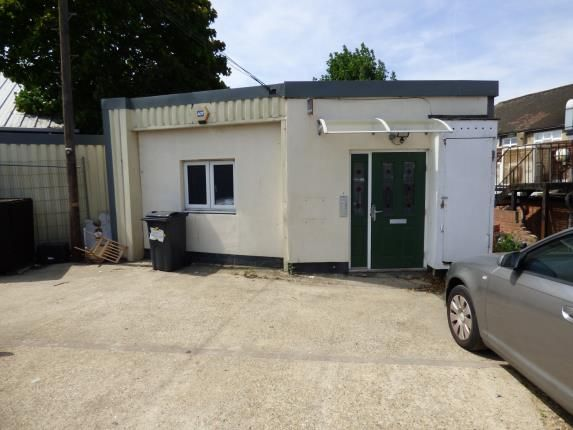 Flat for sale in Roneo Corner, Hornchurch
