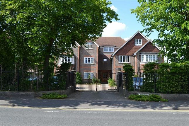 Thumbnail Flat for sale in Butterfield House, St Johns Road, Newbury, Berkshire