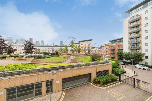 Thumbnail Flat to rent in Newton Place, London