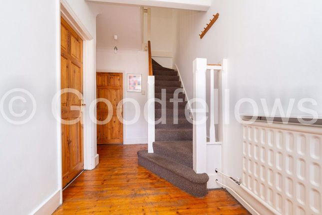 3 bed property to rent in Fairway, London SW20