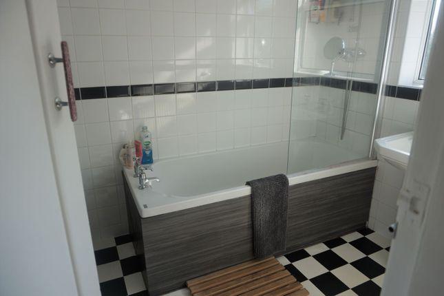 Family Bathroom of Fairfax Avenue, Hull HU5