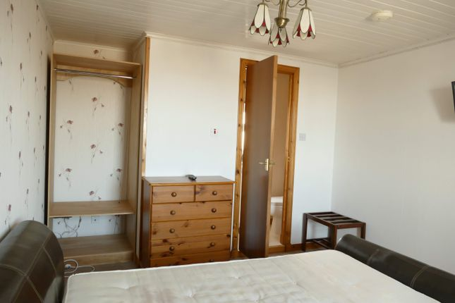Bedroom 2 (With En-Suite)