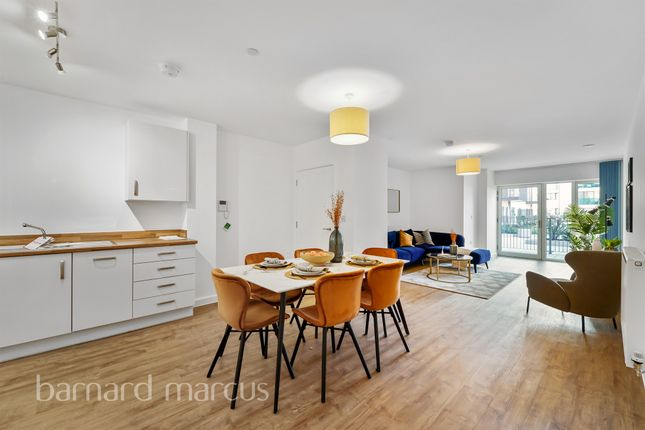 2 bed flat for sale in Blyth Road, Hayes UB3