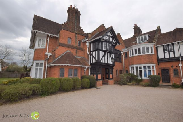 2 bed flat to rent in Lexden Road, Colchester CO3
