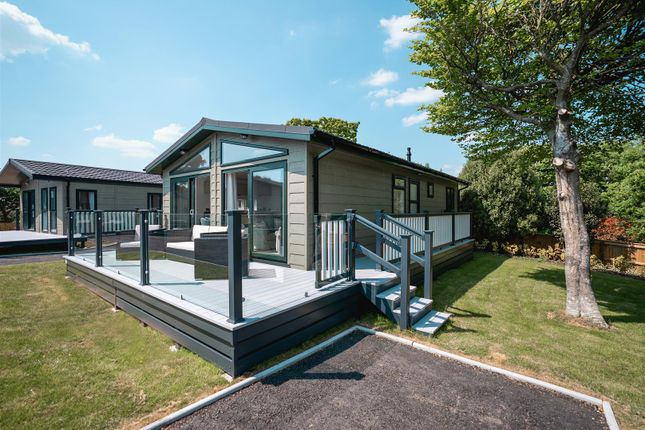 Thumbnail Property for sale in Shorefield Road, Downton, Lymington