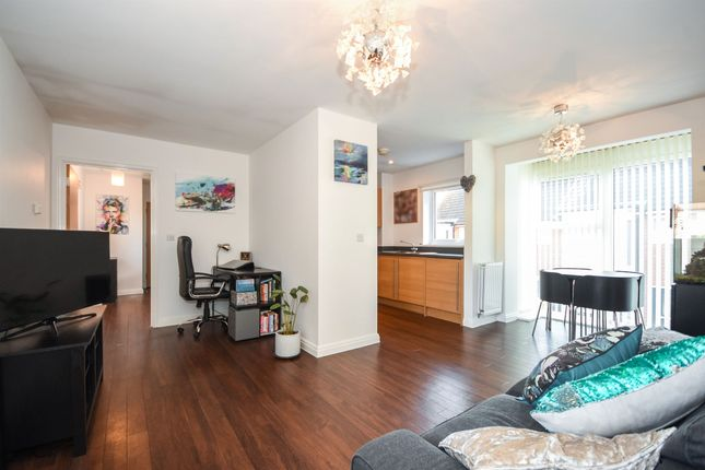 Thumbnail Flat for sale in Pearl Square, Great Baddow, Chelmsford