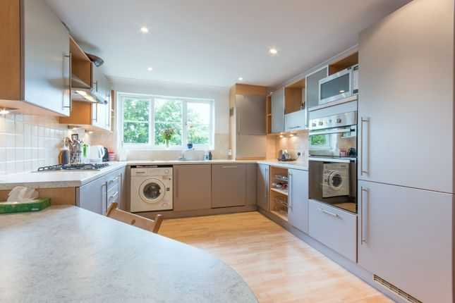 Thumbnail Flat to rent in Oatlands Chase, Weybridge