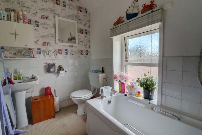 Top Flat, Bathroom