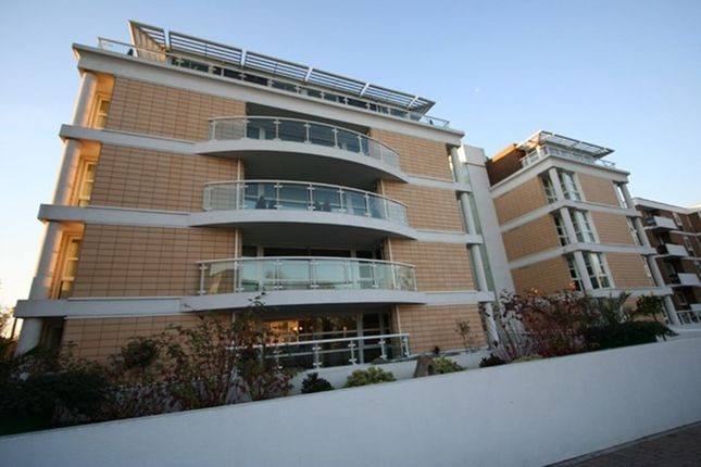Thumbnail Flat to rent in Brook Parade, High Road, Chigwell