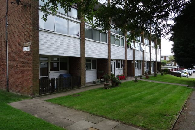 Thumbnail Flat to rent in Edgewood Drive, Orpington